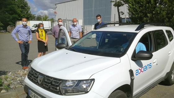 Vehicule Axians de Toulouse equipé avec MiniTOUCANGO